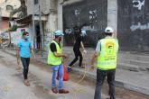 اللجنة الشعبية للاجئين مخيم البريج تنفذ حملة تعقيم لشوارع المخيم وحملة توعوية وتوزيع بروشرات صحية للسكان