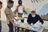 اللجنة الشعبية بدير البلح توزع نماذج امتحانات الثانوية العامة