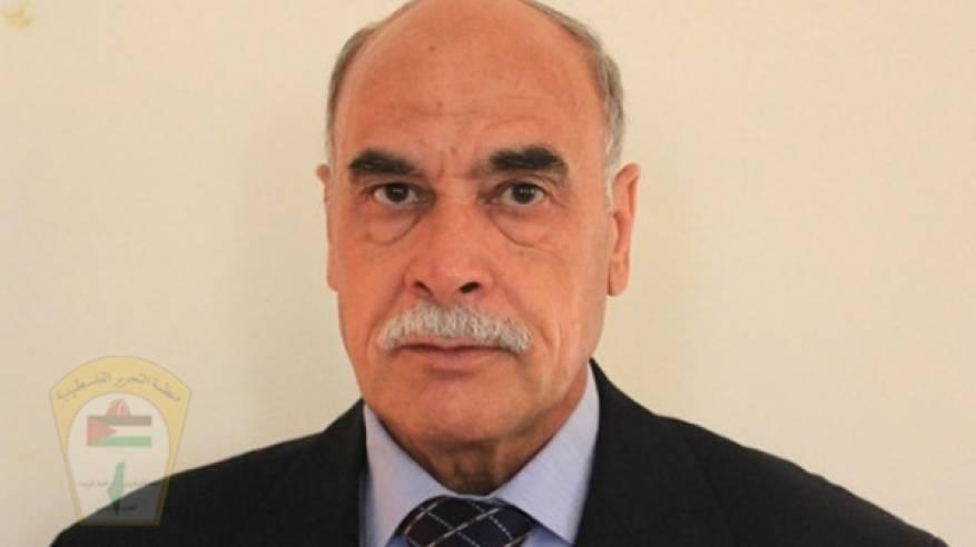 د. ابو هولي ينعي المناضل الكبير د.عبد الله ابو سمهدانة محافظ الوسطى