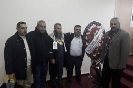 الدكتور أبو هولي يهنئ الأخ محمود ناجي لحصوله على درجة الماجستير