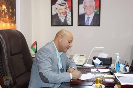 د. أبو هولي يطالب البرلمان الأوروبي بالتراجع عن قراره بإدانة الأونروا وربط مساعداته المالية بشرط إزالة المواد التعليمية التي تروج للكراهية