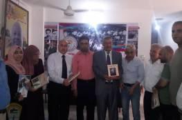 اللجنة الشعبية بمخيم خانيونس تقيم حفل تكريمي للكتاب