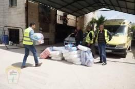 اللجنة الشعبية للاجئين في محافظة جنين وجمعية إنسان تقدم مساعدات عينية لجمعية بيت المسنين