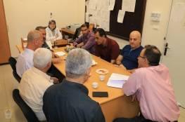 اللجنة الشعبية بمخيم جباليا تقوم بزيارة لمدير الدائرة الصحية في الاونروا