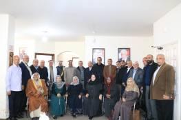 اللجنة الشعبية بمخيم جباليا تنظم زيارة لمكتب د. أبو هولي لتقديم التهاني بمناسبة تجديد الأمم المتحدة تفويض الأونروا بتصويت دولي ساحق جرى مؤخرا .