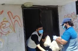 اللجنة الشعبية للاجئين في مخيم المغازي توزع طرود غذائية  على سكان المخيم  استجابة للوضع الانساني لمواجهة جائحة كوفيد19
