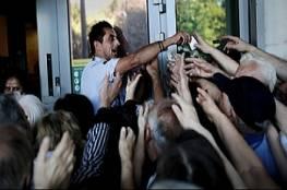 اليونان: مكاتب التصويت فتحت أبوابها للاستفتاء