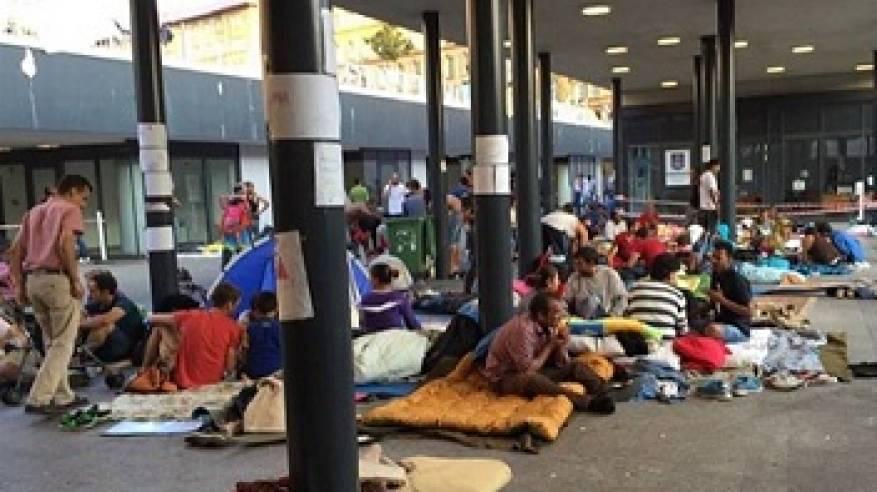 فلسطينيون على أرصفة هنغاريا ينتظرون الفرج