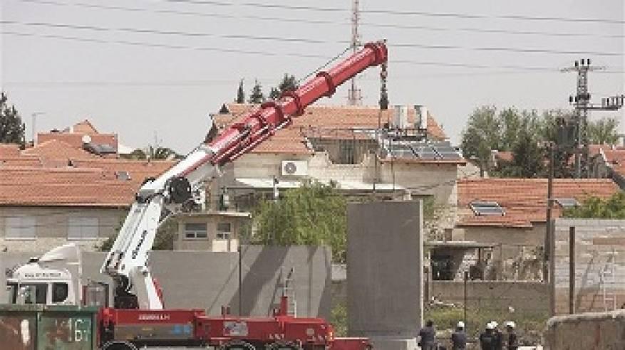 المصادقة على بناء جدار فاصل يُقطع شمل القدس